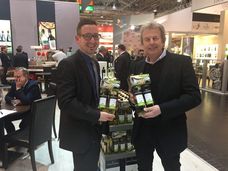 Wolfgang Breda am Messerstand auf der ProWein bei Michel Schneider