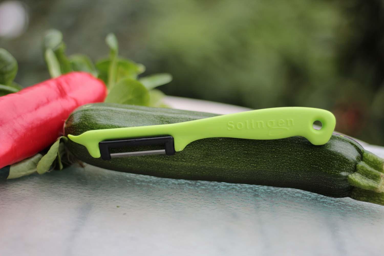 Sparschäler, hellgrün mit rostfreier Klinge
